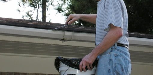 How to clean chipping lead paint