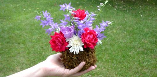 How To Make a Mossy Flower Vase
