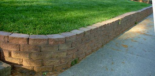 Retaining wall with curved 90° outside corner