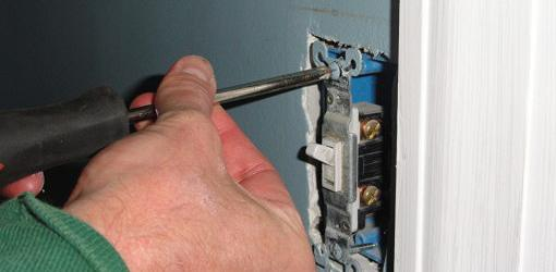 Unscrewing existing switch