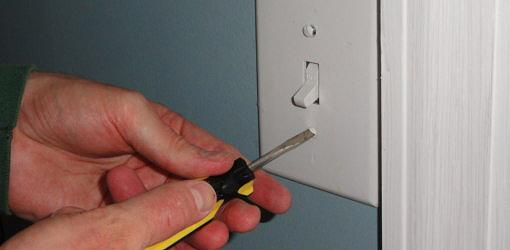 Attaching cover plate to wall switch