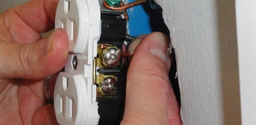 Back wiring a receptacle terminal