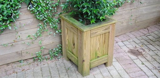 Completed DIY wood patio planter.