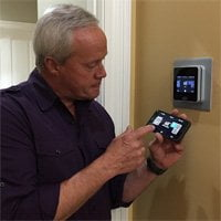 Danny Lipford with Carrier Côr thermostat.