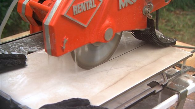 Wet Saw Cutting Tile
